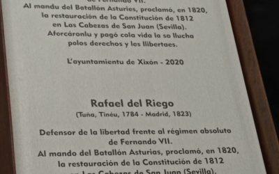 La Cultural en la inauguración de la placa en homenaje a Rafael del Riego.